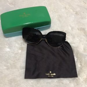 Kate Spade Black/Gold Trim Sunglasses 🕶
